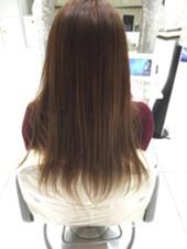 流行りのくすみ感のあるアッシュカラー 毛先のブリーチを生かしてグラデーションぽく。 Ash本牧所属・前田彩花のスタイル