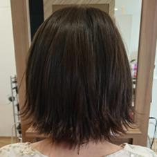 ネイビーアッシュカラー/外ハネヘア 佐藤晴香のスタイル