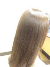 【エンジェルリングカラー】 カラーをしながら、トリートメントも出来ちゃうメニューです‼︎ はじめに髪の毛の内部に栄養を補給して、その後カラー剤を塗布するのでカラーによるダメージから髪を守ります    髪の毛に色が定着したら、シャンプーをして、コーティングのトリートメントで仕上げるのでカラーの持ちとトリートメント効果の持ちを感じていただけると思います^_^ 潤ぷりな仕上がりを是非体感して下さい プールブーヘアデザイン所属・大方奈々のスタイル