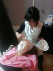 当店一番人気の石膏マスク!! マスクを外した後は……お顔がゆでたまごをむいたみたいにツルッツルのピッッカピカッ真っ白に!! 自分のお肌ではないみたいです~(*^^*)(笑) (石膏マスクはモデルメニューには含まれるません) salon de clear 所属・☆サロンドクリア☆POLA のフォト