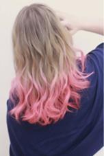 ピンクグラデーション カラー&エクステ専門店所属・MORE/EVE/ARROWのスタイル
