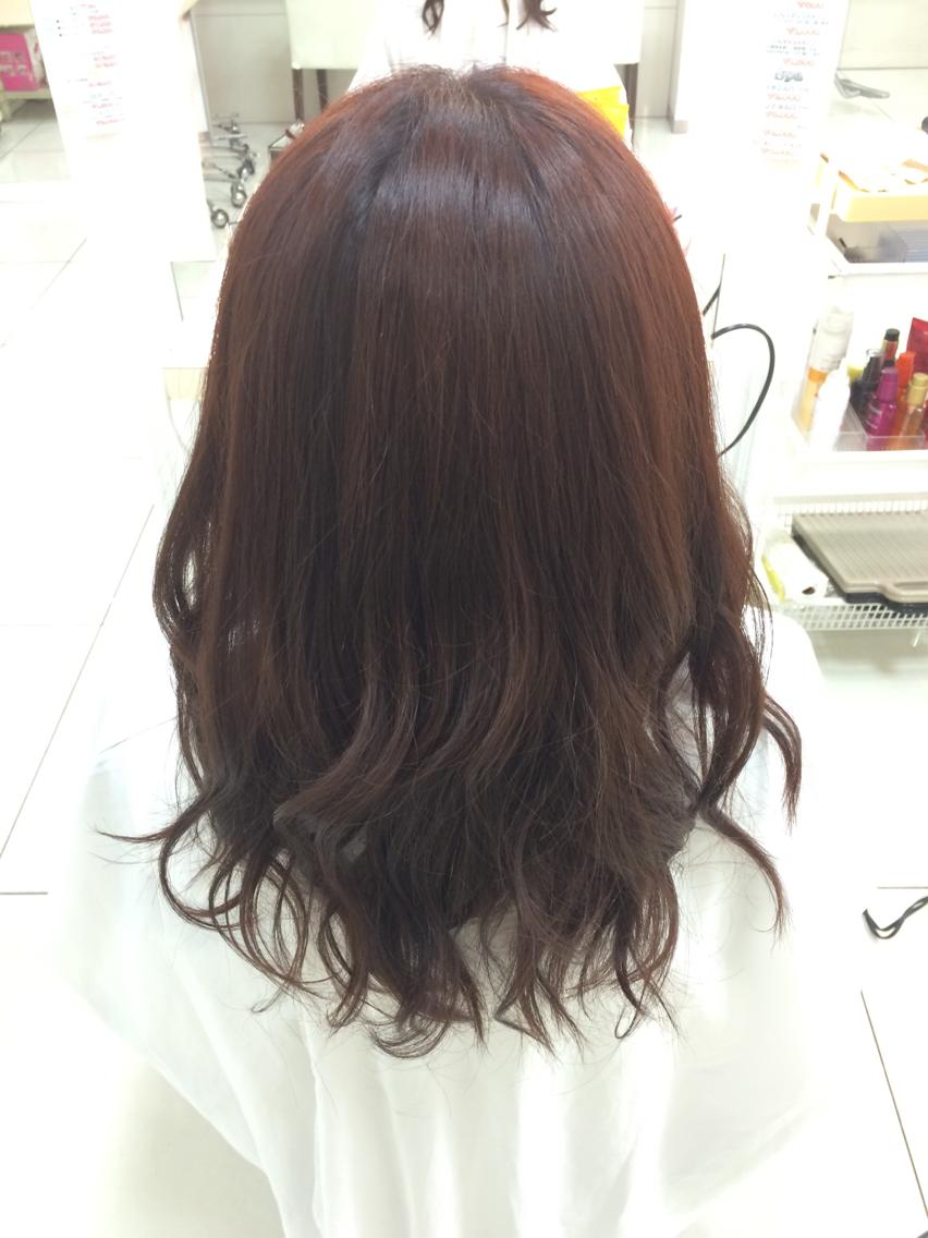 #セミロング #カラー ツヤっぽい赤みのあるブラウンにパーマ風の巻き髪で仕上げました