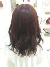ツヤっぽい赤みのあるブラウンにパーマ風の巻き髪で仕上げました Ash 日暮里所属・小島仁美のスタイル