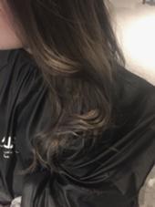 本日ご来店いただきました。 お客様の髪色です! ハイライトアッシュグレージュ☆ 他とは一味違うカラーやってみませんか? LaLA所属・Kobayashi$hogoのスタイル