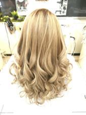 ハイブリーチからの12トーンアッシュベージュオン ブリーチキャリア無しの方はダブルブリーチからのオンカラー 編み込みエクステ50本  巻きはMIX巻きで( ´ ▽ ` )ノ hair TRUTH(トゥルース)所属・山本かほのスタイル