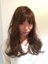 顔周りに動きがあるだけで今っぽく仕上がります 富田麻亜子のスタイル