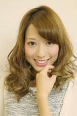 アッシュベージュ / エアリーカール モリオフロムロンドン所属・赤井智世のスタイル
