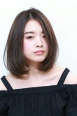 大人カジュアル ☆ワンカール・ボブ☆  カジュアル~コンサバまで様々なシーンに映えるワンカール ボブです。前髪は作らないで、大人っぽい雰囲気に仕上げています。カラーは流行りのグレージュ系カラーで透け感を出しています。 equri huit  エクリ ユイット所属・濱田剛志のスタイル