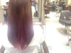 グラデーションカラー☆ 毛先をブリーチしてそこにラベンダーを!! 明るいピンクよりの紫です(^^) ブリーチするとカラーの発色がとても綺麗にでます☆ Neolive:an所属・鮫島ゆり菜のスタイル
