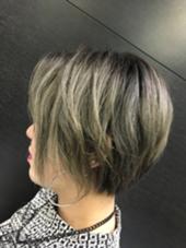クール&モードなショートボブ カラーバター(ダークシルバー) グラデーションカラーとハイライトのミックスカラー hair&make   miq駒込所属・フジサキマイのスタイル