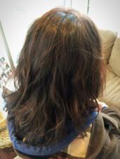 初めてのカラーに携われて光栄でした!  パーマをしているので 傷みがあまり目立たないよう、 暖色系で6トーンにし、 トリートメントをさせていただきました。  #prostep#暖色#6トーン#aujua ALBA   hair resort所属・福岡愛のスタイル