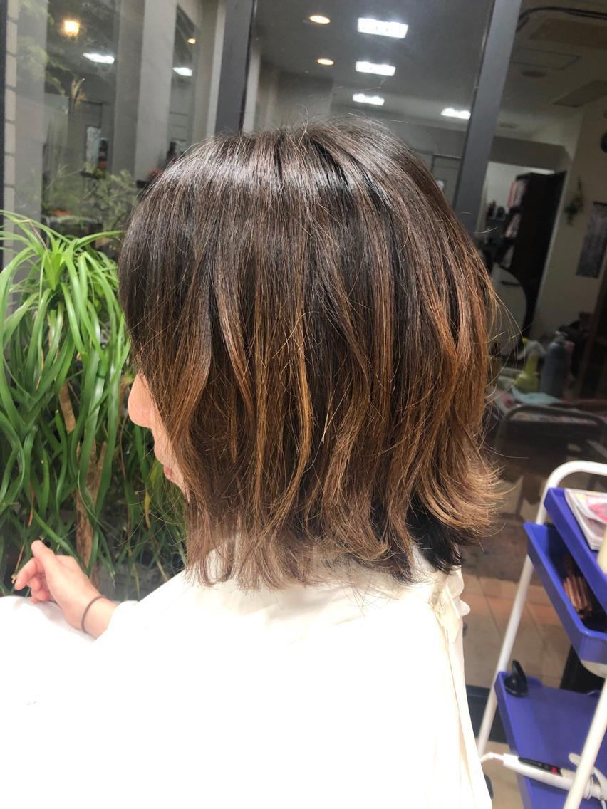 #ミディアム ショートから伸ばしているヘアを切りっぱなし風に🦋