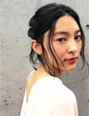 後毛でオシャレ感をプラスしたデイリーアレンジスタイル☺︎ 高橋ゆかのスタイル