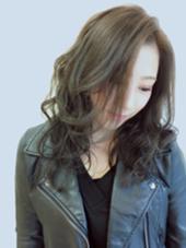 透明感★セピアカラー! 透け感抜群◎ 髪の量が多くて重たく見えてしまう髪も、カラーの違いでここまで軽い印象に見えます★ ハイ&ローライトもポイント♪ LUCK鎌倉所属・三輪いずみのスタイル