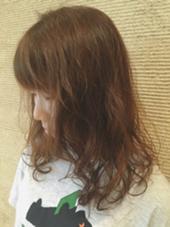 柔らかい印象のベージュカラーに エアリーなパーマで外国人のような雰囲気に✨ kiki by KENJE所属・野呂田ひかるのスタイル