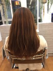 1枚目です❕  ダブルカラーをする前の状態です❗️  今回のモデルさんは赤みが強く、髪のダメージが気になっていて、髪が細く量も少ない方です!  モデルさんの希望色は、暗くなりすぎずブリーチなどハイトーンのカラー剤を使わずアッシュやグレージュ系にしたいそうです! vision+所属・KENTA*のスタイル