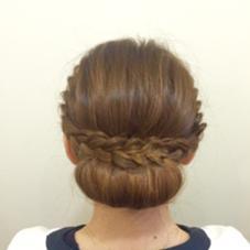 【編み込みシニヨン】 きちんと感を演出出来るまとめ髪。 結婚式や二次会で使えるヘアスタイルです♫ アイリストLuのフォト