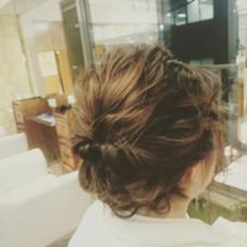 成人式や結婚式など様々な場面で活用できるヘアアレンジ。 後れ毛がポイントです。 Frais所属・夏井裕司のスタイル