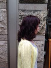 毛先はコスメパーマで、カラーはレッドバイオレッド  アローズ池袋店所属・高橋恵美のスタイル