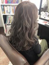 ダブルカラー★ アッシュグレーで透明感のある柔らかいカラーに(^_^)☆ 田中萌子のスタイル