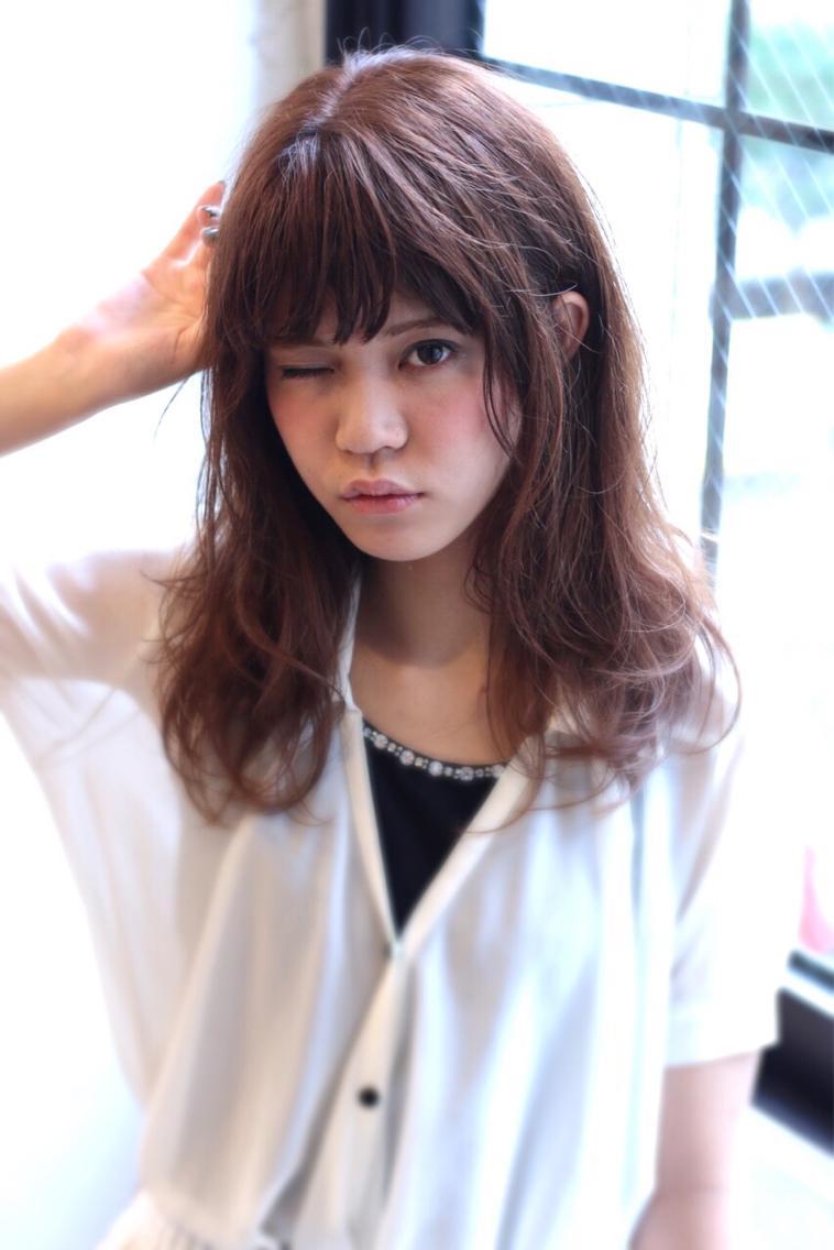 ミディアム カラー  髪質問わず出来るミディアムヘア☆パープル系アッシュで傷んだ髪もツヤツヤなモテ髪に。スタイリング剤は二ゼルのジェリーMを毛先に揉みこんで少しウェッティでゆるふわな今っぽい質感に。
