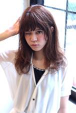 髪質問わず出来るミディアムヘア☆パープル系アッシュで傷んだ髪もツヤツヤなモテ髪に。スタイリング剤は二ゼルのジェリーMを毛先に揉みこんで少しウェッティでゆるふわな今っぽい質感に。  LOVELEY所属・フセケイタのスタイル