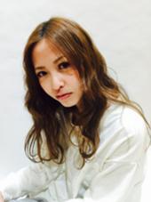 ふんわり柔らかなウェーブスタイル脱力感のあるスタイルが可愛い vifreve所属・安田かおりのスタイル