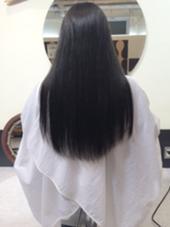 髪を黒染めじゃなくて、黒に近付けたい… そんな方にオススメです! トーンダウンで透け感、透明感を演出します! VENI VIDI VICI所属・河原卓司のスタイル