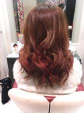 レッド、オレンジ 秋カラー 表面の毛先だけピンクを入れてアクセント♪ hair&make earth所属・吉岡碧のスタイル