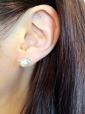 耳ツボリフトアップジュエリー  耳のツボを刺激してマッサージをした後、ジュエリーシールを貼ります。 シールの裏にはチタンが付いているので、はっている間はお顔がリフトアップされます。   manaaina所属・中根佳美のフォト