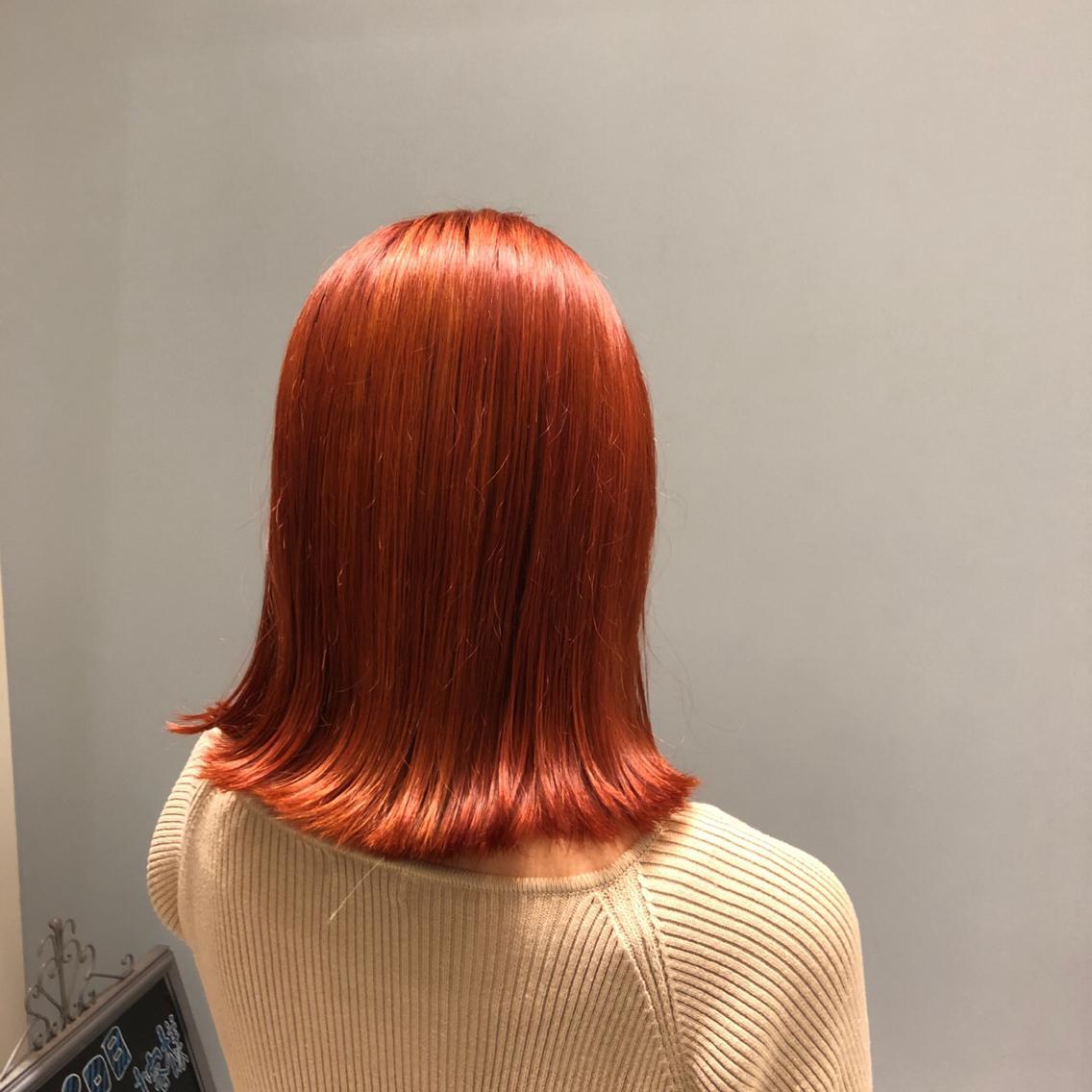 #ミディアム #カラー #ヘアアレンジ #その他  🦊 valencia color 🦊   今流行のオレンジ系のカラーです🍊   ブリーチ1回でイルミナカラーでオンカラーする事で 明るすぎず色味もしっかりツヤツヤに✨   イルミナカラーは普通のカラー剤よりダメージが 少なく色味もしっかり入り、仕上がりに艶が出るので オススメです🥰