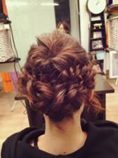 結婚式のヘアセットです! 風が強かったので編んで崩れないようにこていしました! hair make emu所属・野田あさみのスタイル