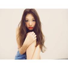 かきあげの外国人風スタイル♡ メイクは濃い赤リップで色っぽく♡ Ar and e.m.a所属・OguraRyoのスタイル