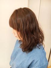 カーキベージュ×くしゅくしゆラフパーマ◎ ReMixshinjuku所属・わたなべかよこのスタイル