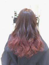 ブリーチありの毛先はピンクアッシュ系グラデーションカラーです(*^^*) ビビットすぎないピンクが人気です☆ みやもとはるなのスタイル