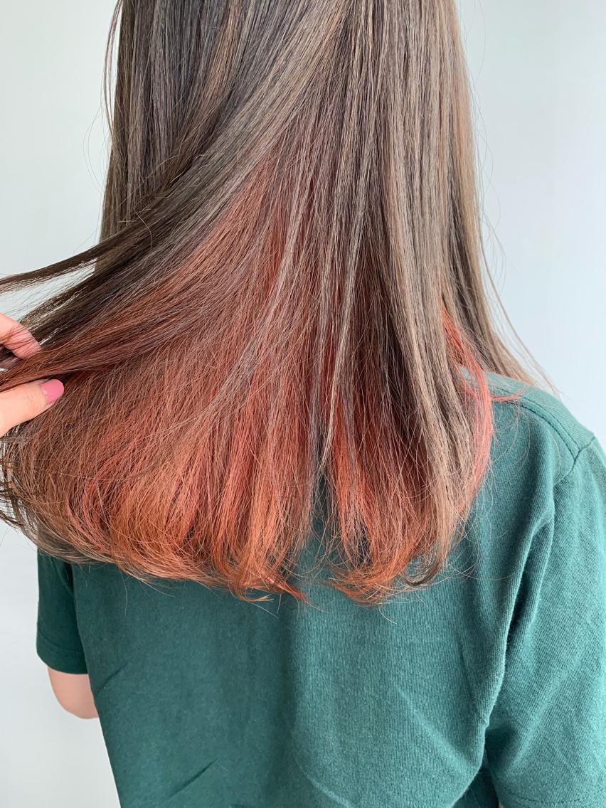 #カラー 夏に向けてインナーカラー!! インナーのみブリーチするので退色しても可愛いです!! 流行中のオレンジやピンク系の色が大人気! デザインも多様にございますのでご相談下さい!!