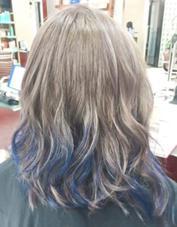 カラー セミロング ミディアム ロング グレージュハイトーンカラー、青のカラートリートメントハイライト