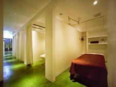 施術ルームは落ち着いた雰囲気の個室になっております。 アネモネ 心斎橋所属・田中泉のフォト