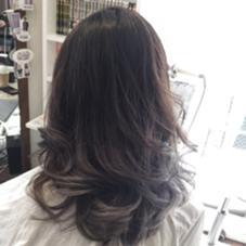 毛先ブリーチのグラデーションカラーです^o^  hair salon dot. tokyo所属・海野拓郎のスタイル