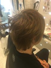 『ミルクティーアッシュ』  ブリーチしてから色をいれた ダブルカラー✨ 透明感があってとても綺麗な色です!  カット 1500円 カット+カラー  3500円 hair design Lorran所属・鷹見怜佳のスタイル