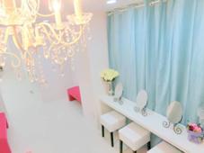白を基調とした店内 まつげエクステ&ネイルサロン アモル恵比寿店所属・アモル恵比寿店のフォト