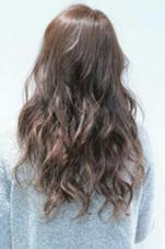 これから流行るピンク系と柔らかさのでるアッシュをミックスしてカラーしてます。毛先はグラデーションで一度明るくしてからカラーしてるのでより柔らかさがでるようにしました! trico 都島店所属・宮尾章寛のスタイル