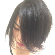 ミディアムからショートレベルまで切って、仕上がりは毛先を巻いてあえて跳ねさせて可愛らしさをアピールしました! seeshair所属・小泉俊輔のスタイル
