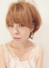 ■ Hairstyle Comment 押しの☆透明感!ピュアショート☆ カラーリングは12レベルのアッシュベースに9レベルのピンクのホイルワークを入れることで透け感の中にツヤ感をプラス☆ サイドの丸さとバングの厚みのバランスを気を付けながら最高の小顔バランスにカット!! Lumderica(ラムデリカ)所属・Yuka(ゆか)のスタイル