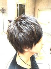 ブリーチ1-2回は必須です! 光の当たり具合で雰囲気が変わる濃いめのアッシュベージュです! もちろん女性のお客様も大丈夫です☺︎ Salon   de MiLK harajuku所属・村田勝也のスタイル