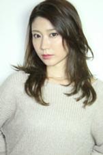 あげた前髪で知的な女性に。カラーはアッシュベージュ。 kazu所属・みつおまさやのスタイル