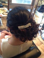 結婚式の列席やパーティーなどのヘアセットに。 編み込み、ねじり、散らしなど可愛くアレンジします(^^) アローズ池袋店所属・高橋恵美のスタイル