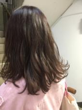 ほんのりベージュピンクで柔らかい印象 hair studio menos所属・黒岩葉のスタイル