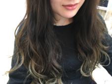 クリスタルミルキーカラー✂︎ 【ココアブラウン〜ミルクキャラメル】 ダークトーンからハイトーンへのグラデーション♡ 毛先はブリーチ必須です! ひとつに結んだだけでもオシャレです♬ hair life design Suah所属・なかしましょうこのスタイル