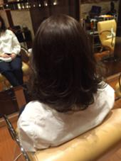 毛先に動きをつけて ダークカラーでも軽い仕上がりに! GLISTEN所属・房野有加のスタイル